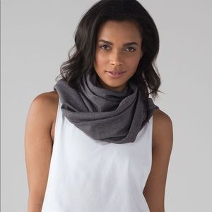Lululemon Vinyasa Scarf *Rulu Black Heathered
